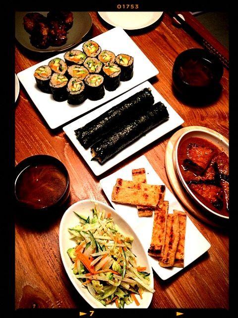 恵方巻きは人参味噌とアボカド、焼いたお揚げにきゅうり!たっぷりです - 13件のもぐもぐ - 恵方巻き、厚揚げグリル、椎茸つくね、アボカドきゅうりのサラダ by saricoro