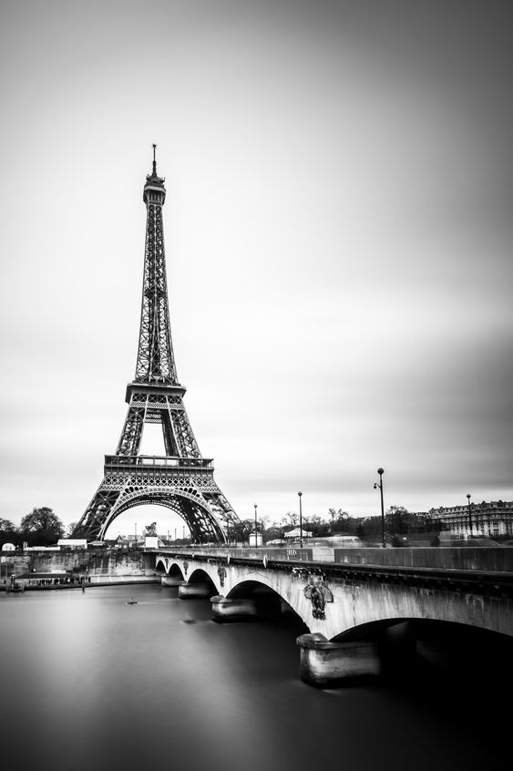 La tour eiffel en noir blanc paris - Office de tourisme italie paris ...