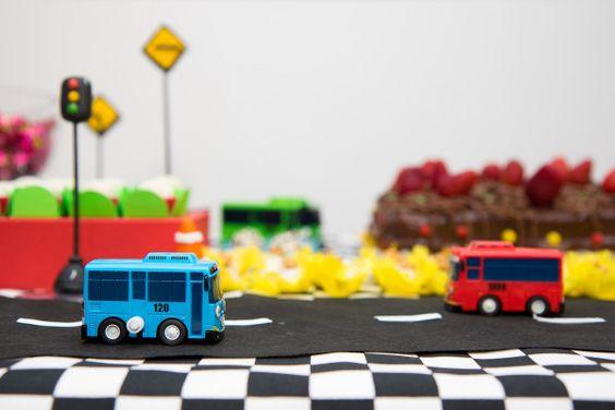 sorria pra fotoFestas | sorriaprafoto www.sorriaprafoto.com.br Tayo, Tayo little bus, salão do prédio, diy festa em casa, fotos by FernandaVicentin