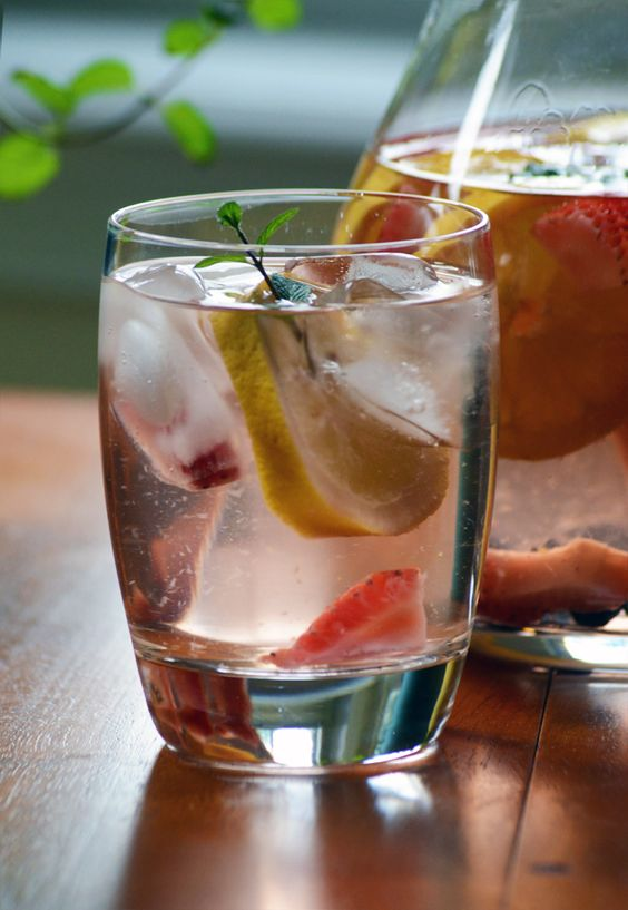 Strawberry Mint Spa Water | Spa Water, Strawberry Mint Water and Spas