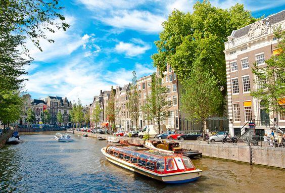 Amsterdam, wo ein Kulturevent das nächste jagt und trendige Architektur vor allem junge Leute aus aller Welt anzieht. #City #Städtetrip #Kurzurlaub ©Alexander Demyanenko - Fotolia