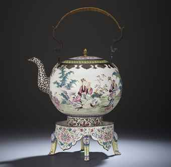A PAINTED ENAMEL 'LADIES IN A GARDEN' TEA POT AND STAND QING DYNASTY, 18TH CENTURY