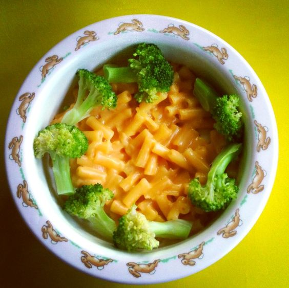 10 Tips for making dinner time easier with  young kids.