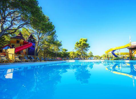 Camping Arbois du castellet à LE CASTELLET, Provence Alpes Côte d - camping a marseillanplage avec piscine