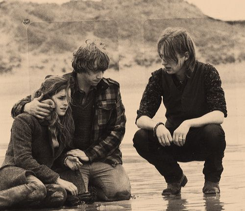 Hermione ron and bill don 39 t know where this pic is from - Ron weasley and hermione granger kids ...
