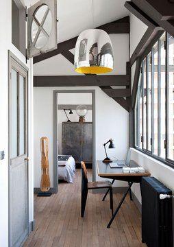 Compass desk//Standard chair//Jean Prouvé. Notte lamp//Prandina