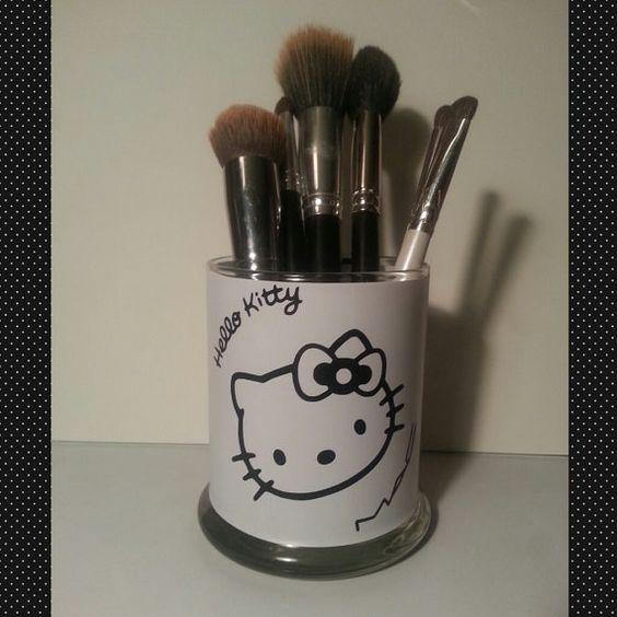 Hello Kitty Mac inspired Makeup Brush Holder by DIYPlusMore