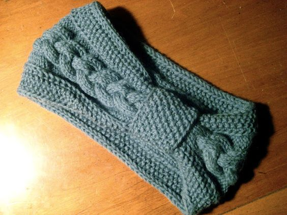 Knitted headband > Free Pattern! Worsted weight yarn / double knit. Cable pattern