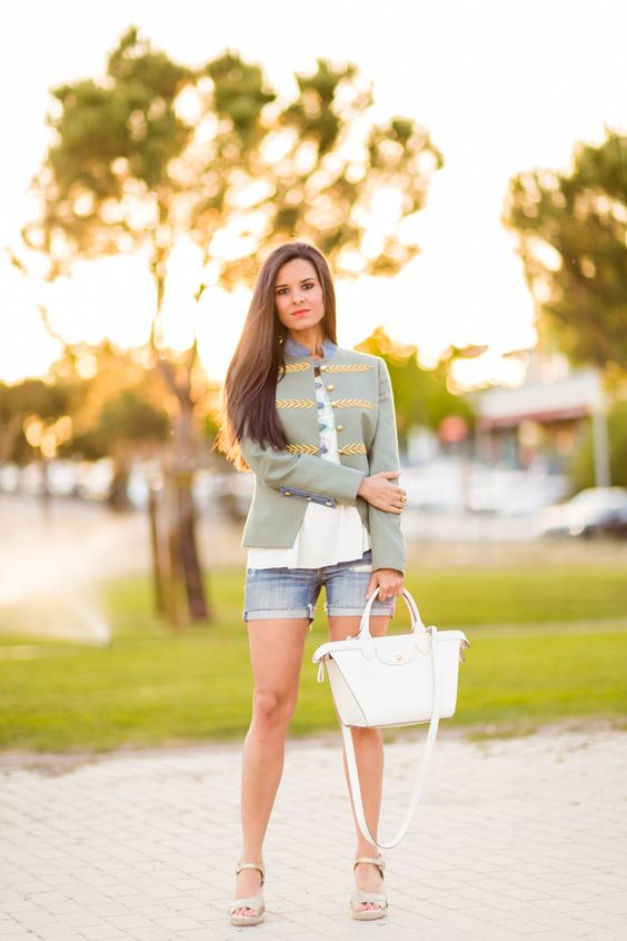 http://stylelovely.com/crimenesdelamoda | Shorts & Military Jacket.