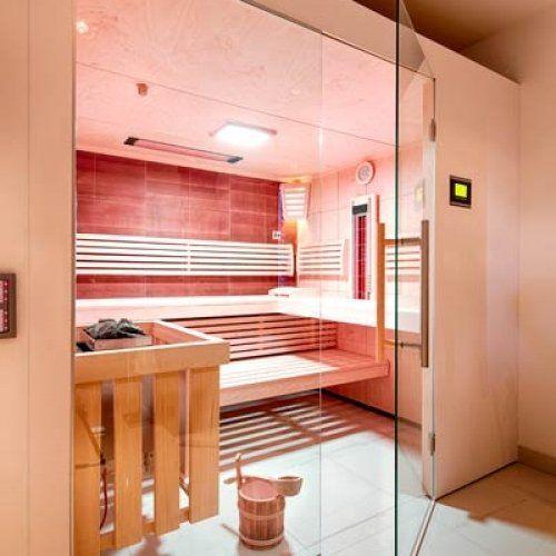 sauna mit thera med infrarotstrahler im badezimmer integriert das led farblicht sorgt f r. Black Bedroom Furniture Sets. Home Design Ideas