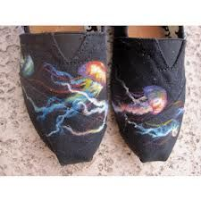 Totes wanna put these on my Chuck Taylors!!