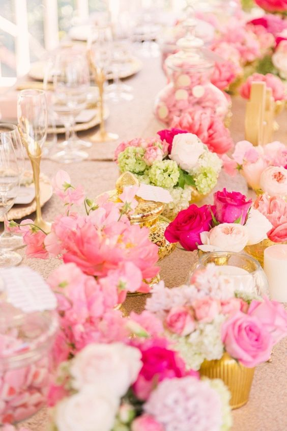 chic pink wedding centerpiece; Photo: Studio Impressions Photography