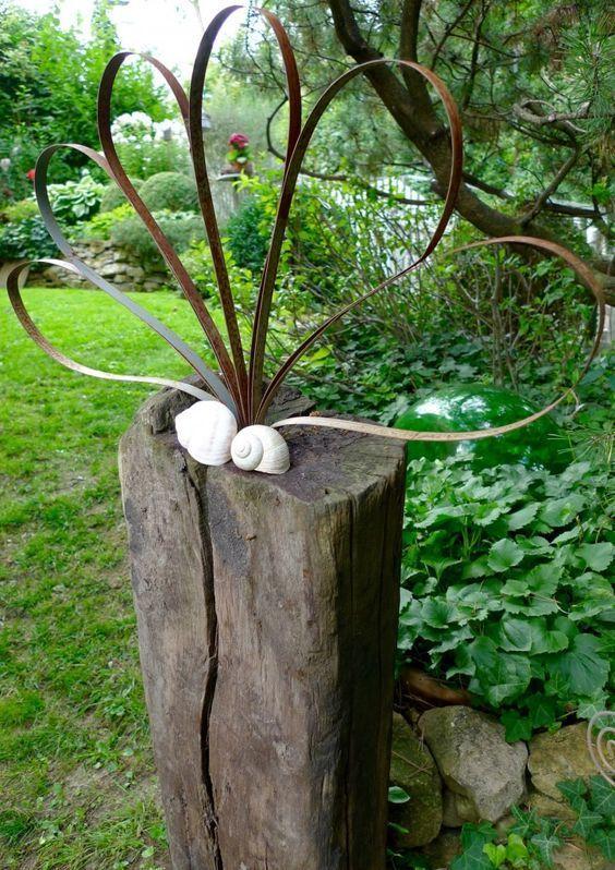 Holzbalken Mit Blume Von Federstahlbandern Die Im Landschaftsbauholz Umreift Blume Federstahlbandern Holzbalk Metal Garden Art Garden Art Diy Garden Decor