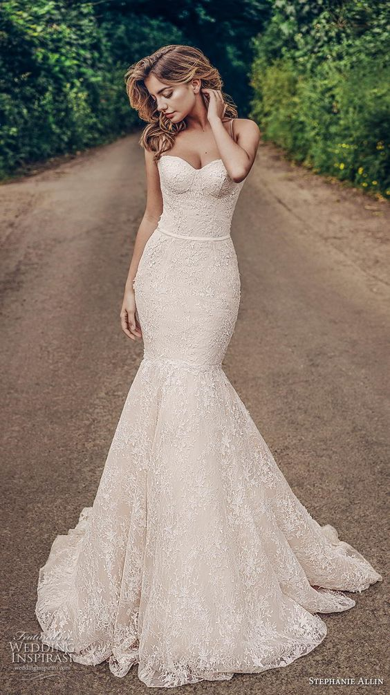 this wedding dress is beautiful