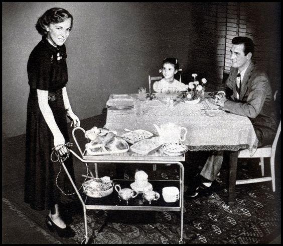 Cena familiar en 1940