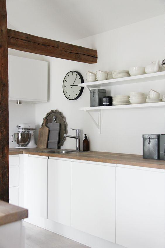 white simple kitchen kitchen pinterest bauernhaus stile abzugshaube und wandschrank. Black Bedroom Furniture Sets. Home Design Ideas