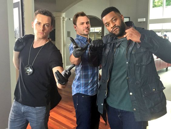 """Hol' up. Watch Chicago PD's TONIGHT! We out."" - dem boys making noise #micdrop #ChicagoPD #VoightReturns #PREMIERE"