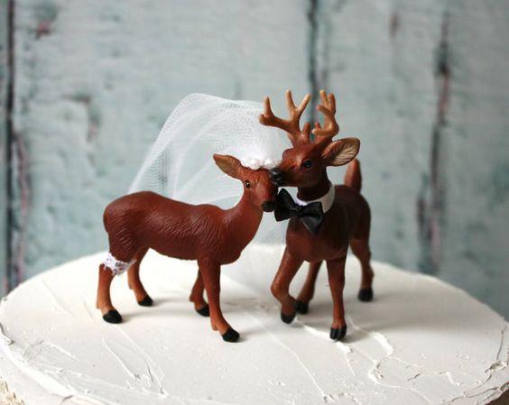Cette annonce est pour un topper de gâteau de mariage de buck et doe habillé en tenue de mariage traditionnel. Il sagit dun must ont wedding cake