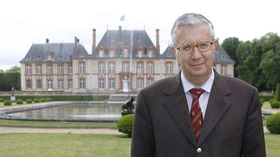 «Le château, que j'ai repris il y a maintenant quarante ans, est un personnage en soi» confie le marquis de Breteuil.