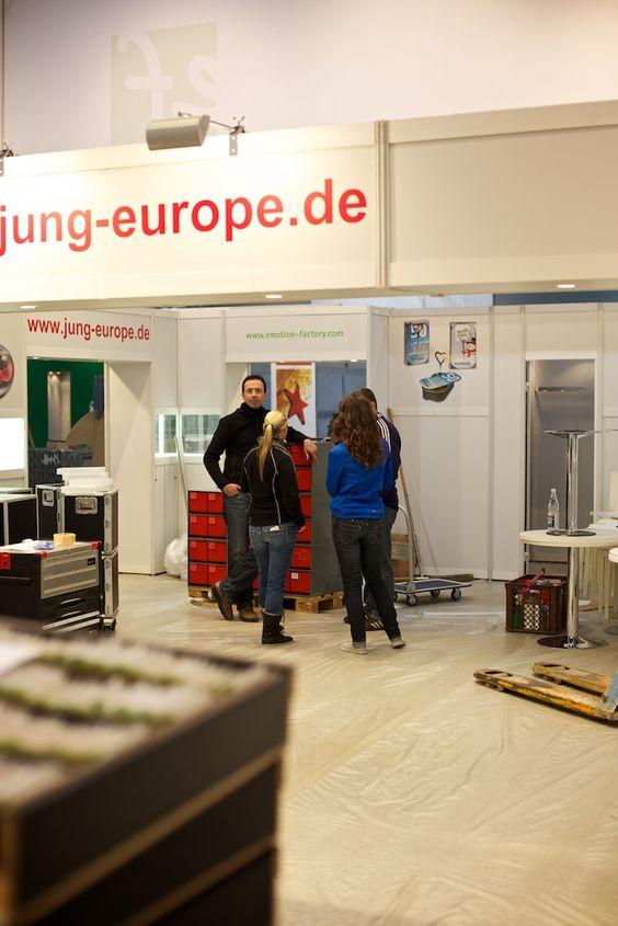 Teambesprechung -  Aufbau des Messestandes der Jung Bonbonfabrik auf der 51. PSI vom 09. - 11. Januar 2013 auf dem Messegelände in Düsseldorf