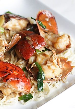 LOBSTER YEE MEIN (lobster noodle) ~~~ this dish is a classic cantonese celebratory dish of stir ...
