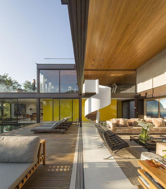 Residenz modern Polstermöbel Sitzgarnitur Glaswand hohe decke ideen