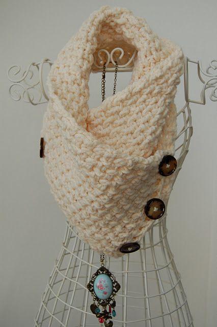 Free Crochet Lattice Neck Warmer Pattern.