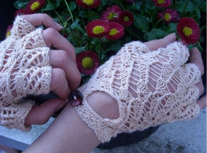 Knitting Pattern For Lace Gloves : Free Knitting Pattern - Fingerless Gloves & Mitts: Bo Peep Lace Fingerles...