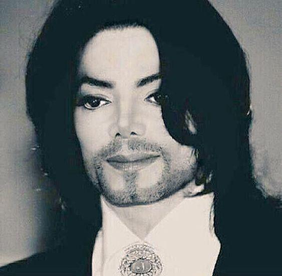 髭が映えているマイケルジャクソン