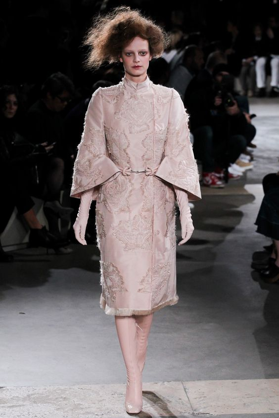 Alexander McQueen Fall 2015 Ready-to-Wear Fashion Show - Lauren de Graaf