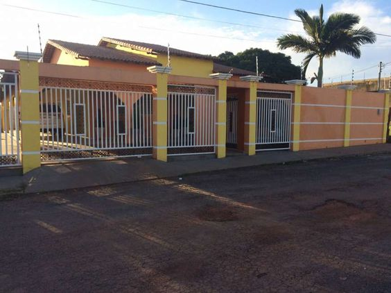 Casa com 4 Quartos à Venda, 296 m² Centro Sul, Várzea Grande, MT
