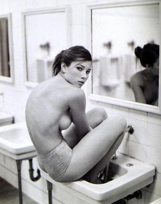 Jessica Biehl nackt auf Magazin
