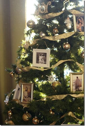 Picture frames of Christ on the tree