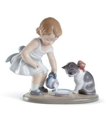 Lladró porcelain figurines - KITTY'S BREAKFAST TIME - Issue Year: 2010 - Sculptor: José Santaeulalia