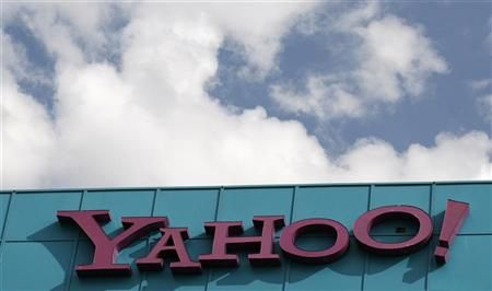 Yahoo chairman exits, review drags on