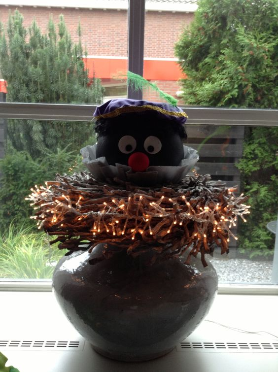 Zwarte piet van piepschuim bal sinterklaasversiering pinterest diy and crafts van and - Zwarte bal ophanging ...