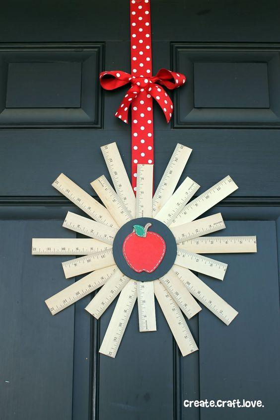 diy Ruler Wreath ~ cute teachers gift