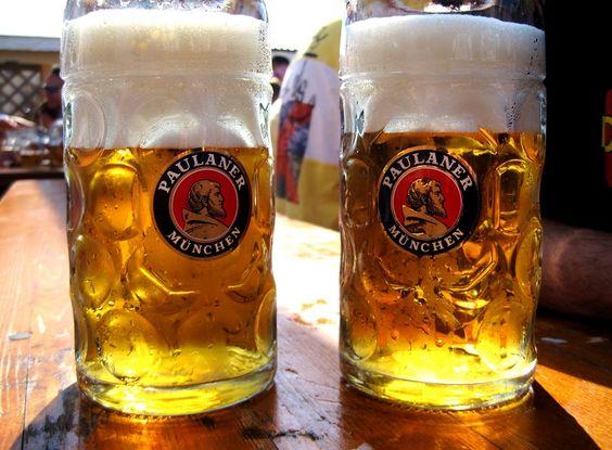Une mass, ou Maß selon la graphie allemande, est une chope de bière d'un litre de contenance. Son nom allemand Maß signifie mesure. Au départ le mot mass désigne un volume de 1,069 litre et était une unité de mesure utilisée en Bavière et introduite en 1809[1]. Depuis 1871 et l'introduction du système métrique, le volume est de 1 litre tout rond[2]. Ce type de chope est surtout utilisé en Bavière et en Autriche pour servir la bière