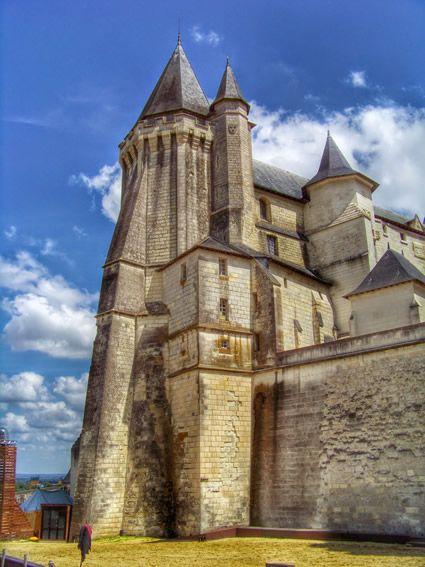 Château-Palais des Ducs d'Anjou aux XIVème et XVème siècle, érigé par la dynastie des Valois, le château de Saumur à été racheté par la ville en 1906.