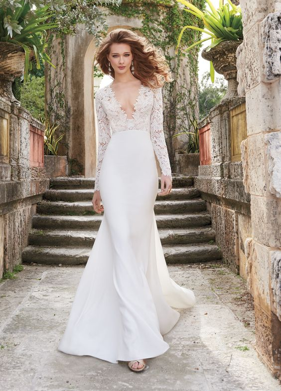 LOVE THE TEXTURE OF THIS LACE, LIKE THE NECKLINE (TOO LOW THOUGH) AND THE CREPE