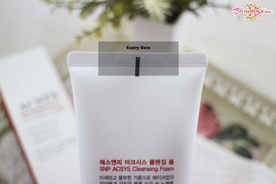 Tanggal expiry date dapat ditemukan pada bagian belakang atas kemasan.