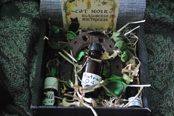 #order for #friend #witch #rootwork #craft #oil #hoodoo #horseshoe #luck #goodluck #spell #cat_noir
