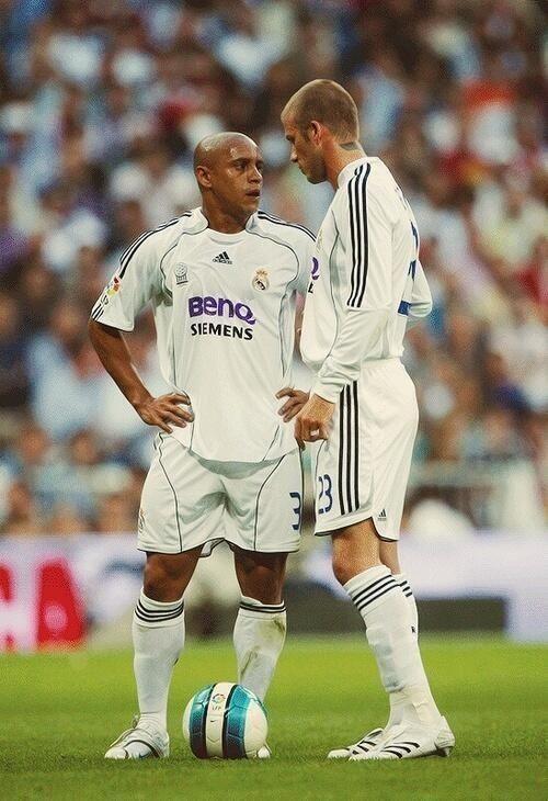 Roberto Carlos David Beckham Real Madrid Leyendas De Futbol Real Madrid Futbol Carteles De Futbol