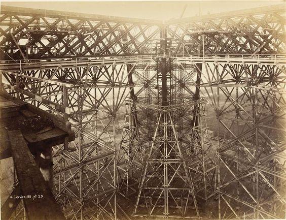 Construction de la Tour Eiffel janvier 1888 – © Musée d'Orsay