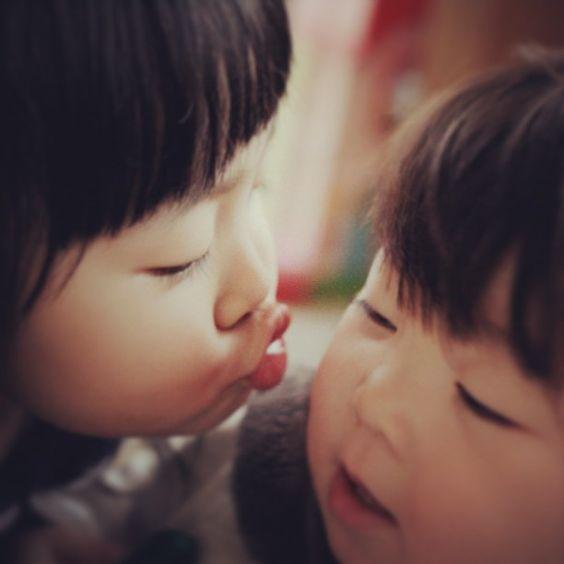 "@m__________i's photo: ""Chu〜♡ 可愛い友達の子供達! 本当に癒された♡ ありがとう♡ そして毎回母はすげーなと友達たちを尊敬する!  #kiss #baby #chiled"""