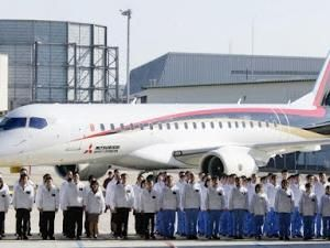 Le MRJ, 1er avion de ligne à réaction japonais, réussit son 1er vol  !!! • Hellocoton.fr