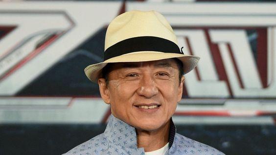 Jackie Chan awarded honorary Oscar - BBC News