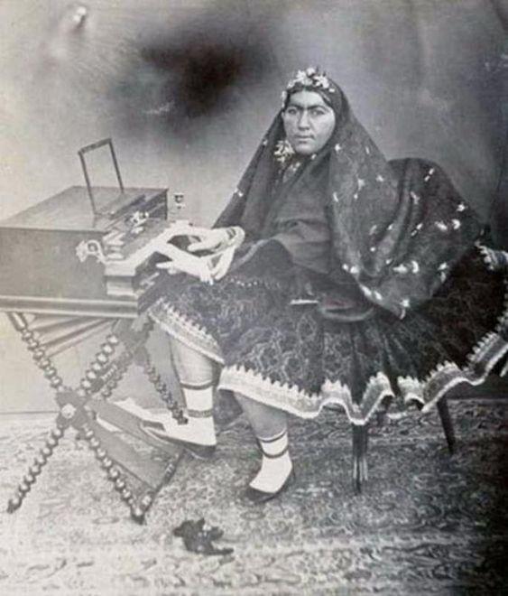 Vintage foto's van de Iraanse sjah en zijn 84 vrouwen | Geschiedenis dagelijks