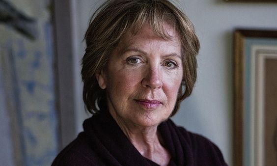The 70-year old daughter of father Clifford Wilton and mother Alice Travers, 170 cm tall Penelope Wilton in 2017 photo