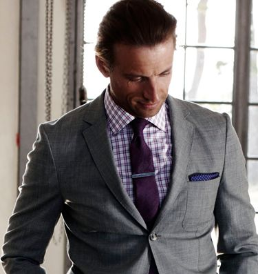 Light gray suit - good color/pattern - shirt, tie, square | Stylin